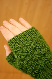 Free pattern for mittens on Ravelry.