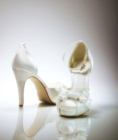 Comfortable Wedding Shoes: How to wear heels painlessly