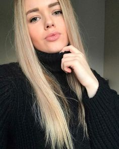 White Face Mask, Thick Sweaters, Black Turtleneck, Sexy Women, Turtle Neck, Long Hair Styles, Camilla, Womens Fashion, Selfie
