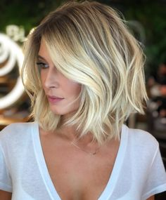 Stunning Medium Length Blonde Haircuts to Create in 2019 Medium Hair Cuts, Short Hair Cuts, Medium Hair Styles, Short Hair Styles, Trendy Haircut, Lob Haircut, Haircut Styles, Short Bob Wigs, Short Bob Haircuts