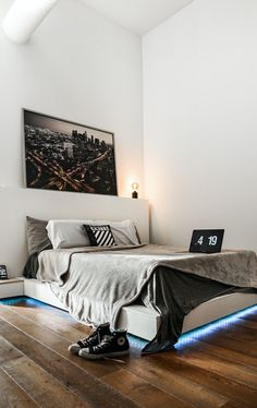Looking for stunning master suite designs? Here are some inspiring master bedroom floor plans by an expert architect that will fit your needs and lifestyle. Home Decor Trends, Home Decor Styles, Dream Bedroom, Master Bedroom, Master Suite, Transformer Un Garage, Large Beds, Bedroom Floor Plans, Beautiful Interior Design