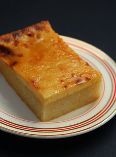 Cassava cake---- With a soft and spongy texture, flavored with coconut and condensed milk and then topped with a creamy vanilla custard sauce - your taste buds will dance with joy with each bite of this favorite Filipino delicacy. Filipino Desserts, Asian Desserts, Filipino Recipes, Fun Desserts, Delicious Desserts, Filipino Food, Pinoy Food, Mediterranean Desserts, Guyanese Recipes