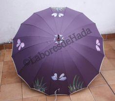 Paraguas morado decorado con libélulas