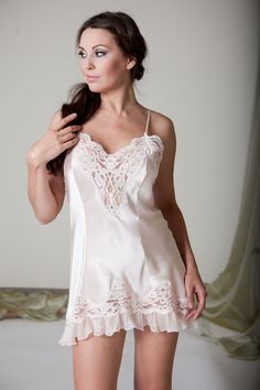 7fa426520 Jane Woolrich Silk and Lace Slip 7068 This is a beautiful pure silk slip  with intricate