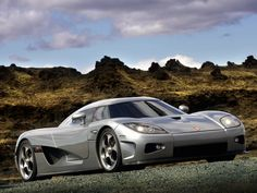 Koenigsegg CCX: something here pleases me very much: the low profile of what must be a very powerful and speeding machine.