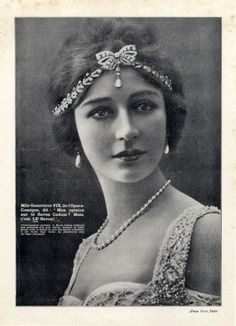 A dainty laurel leaf, diamond bow and pear-shaped drop pearl bandeau, used as an advert in 1914 for Cadum Cosmetics