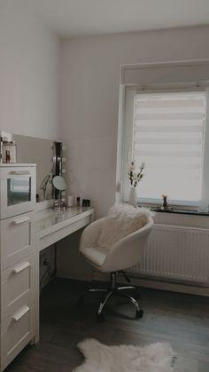 Cute Bedroom Decor, Bedroom Decor For Teen Girls, Room Design Bedroom, Teen Room Decor, Small Room Bedroom, Room Ideas Bedroom, Stylish Bedroom, Study Room Decor, Aesthetic Bedroom