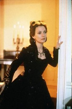 Joanne Whalley as Scarlett O'Hara in Scarlett the miniseries 1994