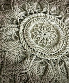 Mandala Crochet, Squares, Cushions, Blanket, My Favorite Things, Knitting, Tutorial Crochet, Stitches, Crochet Doilies