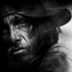 This post showcase stunning black and white portraits of homeless people taken by Lee Jeffries. He started taking homeless people photos when he met a young Face Photography, Background For Photography, People Photography, Street Photography, Lee Jeffries, Black And White Portraits, Black And White Photography, Black And White People, Face Wrinkles