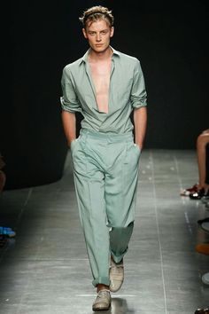The Spell Of Fashion: Bottega Veneta Primavera/Verano 2015   http://themariopersonalshopper.blogspot.com.es/2014/06/bottega-veneta-primaveraverano-2015.html