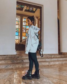 look do boy pra variar Summer Boots Outfit, Spring Outfits, Winter Outfits, Look Fashion, Winter Fashion, Fashion Outfits, Dr. Martens, Simple Outfits, Casual Outfits