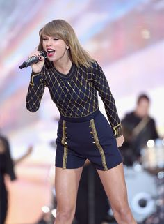 Taylor Swift broke fans' hearts everywhere when she pulled all of her music from Spotify without explanation. Here are all the other famous singers who have withheld their work from the music streaming service.