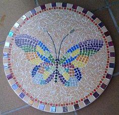 Mosaiktisch Sissy, Joyglas, Softglas, andere Mosaiksteine und Zubehör bei www.hobby-mosaik.de Mosaic Tray, Mosaic Tile Art, Mosaic Artwork, Mosaic Crafts, Mosaic Projects, Mosaic Glass, Mosaic Designs, Geometric Designs, Free Mosaic Patterns