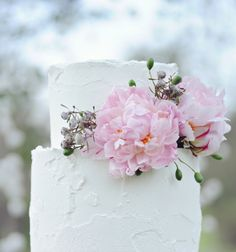 Soft Iced Cake by 'the Flour Girl' - Photography by B.WED Wedding Photography