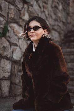 IDEAS ORIGINALES PARA HACER TU PRÓXIMA FOTO DE PERFIL | Mary Wears Boots Fur Coat, Ideas Originales, Jackets, Art, Fashion, Funny Photos, Photo Poses, Profile Pics, Down Jackets