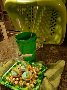 AWESOME idea for celebrating St. Patty's day with children. MUST DO THIS!