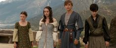 """""""No need to say goodbye"""" I just finished watching Narnia Prince Caspian. The Call always makes me cry *sob* Susan Pevensie, Lucy Pevensie, Edmund Pevensie, Narnia Lucy, Narnia Cast, Narnia Costumes, Movie Costumes, Narnia Prince Caspian, Farewell Dresses"""