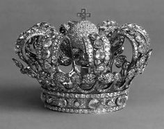 Crown of Queen Isabella II, Spain (1850). Queen Victoria of Great Britain followed the fashion among the royals of her time by having a small coronet made for ease of wear.