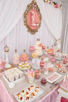 Centros de mesa con dulces y arreglos con golosinas: Candy Bar