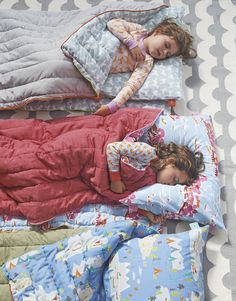 Rolled out, it's a sleeping bag. Unzipped, it's a quilt. Rolled up, it fits into a carrying case – which doubles as a pillowcase when unsnapped from the straps. All-together, the Cabin Sleeping Bag is an overnight must-have. #serenaandlily