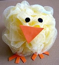 Bath Pouf Chick How-To ~ for a quick and easy Easter decoration or put it in an Raster basket with bath salts, bubbles, etc. Duck Crafts, Easter Crafts, Holiday Crafts, Holiday Fun, Easter Gift, Sponge Crafts, Diy Cadeau, Hoppy Easter, Easter Chick