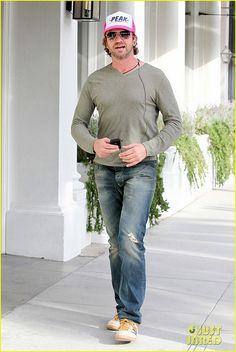 : Photo Gerard Butler wears a pink Hot Actors, Actors & Actresses, Actor Gerard Butler, Peaked Cap, Poster Boys, Hollywood Men, Team Gb, Men In Kilts, Perfect Man