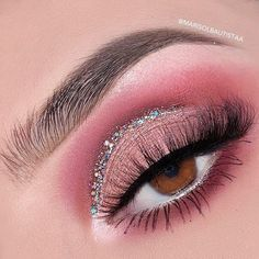 Kylie Cosmetics limited edition 2018 birthday collection Sipping Pretty palette is your secret weapon to create the perfect Kylie look Makeup Eye Looks, Eye Makeup Steps, Eye Makeup Art, Natural Eye Makeup, Pink Makeup, Eyeshadow Makeup, Edgy Makeup, Pink And Black Eye Makeup, Rave Eye Makeup