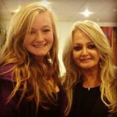 21/10/2013 : Bonnie Tyler came to a youth drama group rehearsal yesterday in Swansea.  One of the drama group knows Bonnie very well.  People asked her questions on her life and career.     Stay tuned on The Queen Bonnie Tyler to know more :)   (photo: Kate, ektxo, danicaswinton)  http://www.the-queen-bonnie-tyler.com/