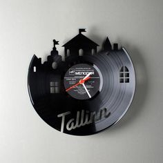 recycled vynil record clock 22 Decorative Objects Ideas Using Old Vinyl Records