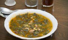 Kara Lahana Çorbası Tarifi / Marifetlitariflerden yemek tarifleri Turkish Recipes, Ethnic Recipes, Light Recipes, Palak Paneer, Recipies, Soup, Salad, Homemade, Foods