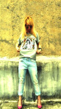Boyfriend Jeans & handpainted tee Boyfriend Jeans, Finger, Capri Pants, Amp, Hand Painted, Tees, T Shirt, Fashion, Supreme T Shirt