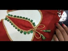 New khubsurat look blouse design Patch Work Blouse Designs, Neck Designs For Suits, Saree Blouse Neck Designs, Saree Blouse Patterns, Fancy Blouse Designs, Designer Blouse Patterns, Kurti Neck Designs, Sleeve Designs, Embroidery Designs