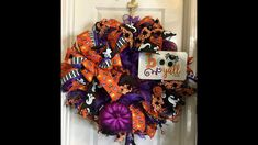 How to make a poof ruffle Farmer's Market Strawberry wreath – Hard Working Mom Holidays Halloween, Halloween Diy, Halloween Decorations, Halloween Wreaths, Fall Decorations, Dog Wreath, Black Spider, Wreath Forms, Halloween Projects