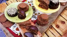 Alfajores de avena arrollada, dulce de leche y chocolate
