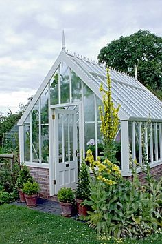 VICTORIAN STYLE GREENHOUSE