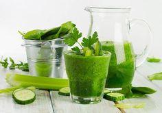 Zutaten: 1/2 Salatgurke 1 große Handvoll frischen Koriander 3 – 4 Grünkohl Blätter 2 kleine Zitronen, geschält und geviertelt 3 Tassen kaltes gefiltertes Wasser Zubereitung: Alle Zutaten in e…