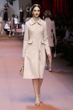 Dolce & Gabbana Women Fall Winter 2015 2016 Fashion Show. Adoreee totally my style Hijab Fashion, Runway Fashion, Spring Fashion, Winter Fashion, Fashion Show, Fashion Outfits, Fashion Design, Women's Fashion, Winter Stil