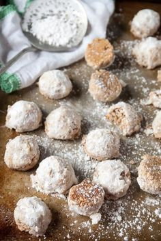 Perfect to pair with a cup of tea or savor as an after dinner dessert, this vegan Russian tea cakes recipe is easy, fast, and delicious! Brownie Desserts, Oreo Dessert, Mini Desserts, Coconut Dessert, Vegan Dessert Recipes, Vegan Sweets, Delicious Desserts, Cake Recipes, Yummy Food