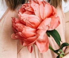 2018 Vibrant color trend.......Luscious Coral Peony!