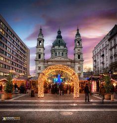 Karácsonyi hangulat a Szent István téren /  Christmas atmosphere in the St. Stephen square (Budapest)