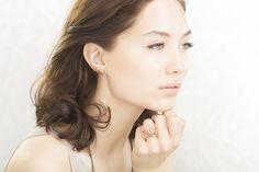 "FL-o-WEN | ""Insomnia"" | EYRA rose gold earring with grey diamonds | MOXI rose gold ring with grey diamonds | on Dayna Frazer"