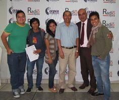 Con Aristides Alvarez, periodista que cubrió de cerca la toma de la Embajada de Japón por Nestor Cerpa Cartolini y el MRTA, junto a Percy Espino y al equipo de Radio Cepea. (2015)