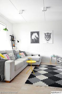 olohuone,valkoinen,matto,sohva,värikäs koti