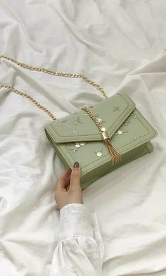This product can be purchased from us in the store using the link🌿🤍 Fashion Handbags, Purses And Handbags, Fashion Bags, Trendy Purses, Cute Purses, Luxury Purses, Luxury Bags, Sac Michael Kors, Kawaii Bags