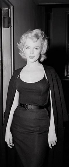 Marilyn at a press conference outside her Sutton Place apartment regarding her engagement to Arthur Miller, June 21, 1956.