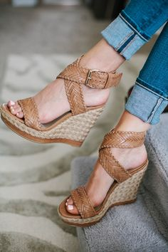 Heeled neutral shoe