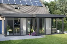 Modern conservatory extensions are a great way to extend your home and usually work out cheaper than a conventional house extension. Extension Veranda, Conservatory Extension, House Extension Design, Glass Extension, Roof Extension, House Design, Extension Costs, Bungalow Extensions, Garden Room Extensions