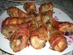 A tápláló ételek rajongói imádni fogják ezt a fincsi husit! :) Hozzávalók: 8 csirkecomb (felső) 1 csomag bacon szalonna 3 gerezd fokhagyma 10 dkg reszelt parmezán 1 dl sör só, bors olívaolaj Elkészítése: A húsokat sózzuk és borsozzuk,...