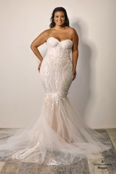The definition of a sexy plus size wedding gown. Mermaid lace Meggy from Studio Levana
